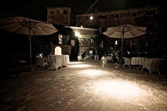 Villa Sermolli : Wunderbares Ambiente auf der Terrasse