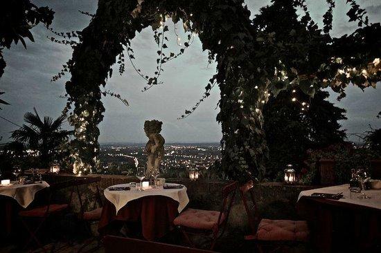 Villa Sermolli : Frühstück und Abendbrot auf der Terrasse
