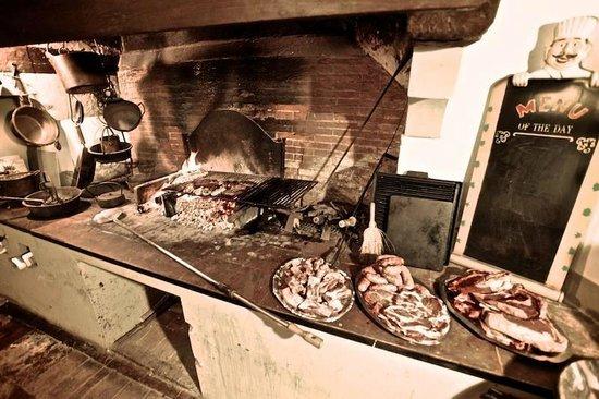 Villa Sermolli : Grillen mit deftigen frischen Fleisch...
