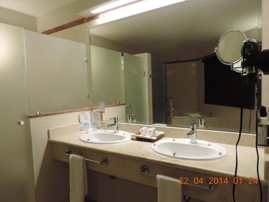Grand Palladium Bavaro Suites Resort & Spa: Banheiro suíte júnior