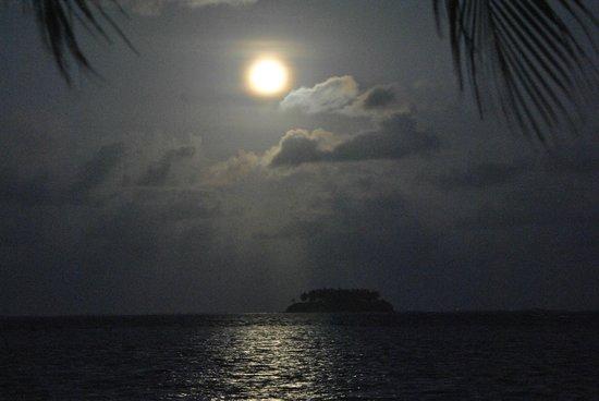 Hotel Atiapiti : Salida de luna llena