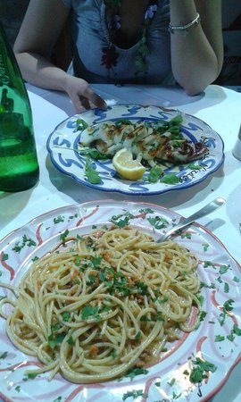 """Locanda 'Ntretella: Spaghetti con """"ricci"""" di mare e Calamaro"""