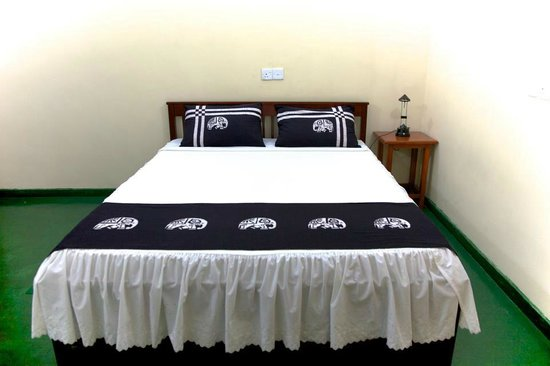 Kandy Guest House: Bed Room