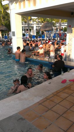 Hotel Riu Emerald Bay : pool bar