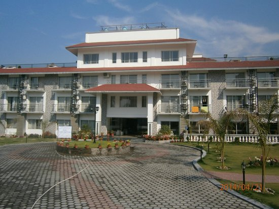 Waterfront Resort Hotel: The Entrance