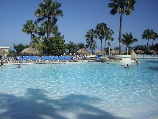 The Tropical at Lifestyle Holidays Vacation Resort: hotel pool