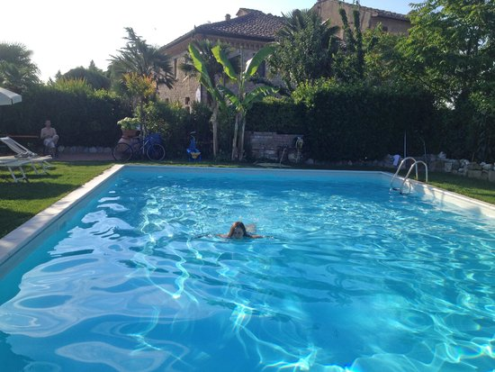 Casale Gregoriano: Morning swimming