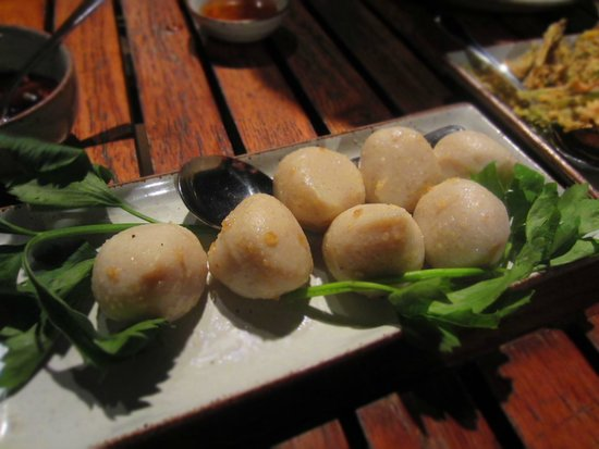 Kan Eang@Pier Restaurant : Phuket's famous fish balls with spicy dip