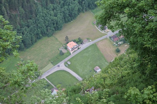 Hotel Alpina: Looking down to the valley