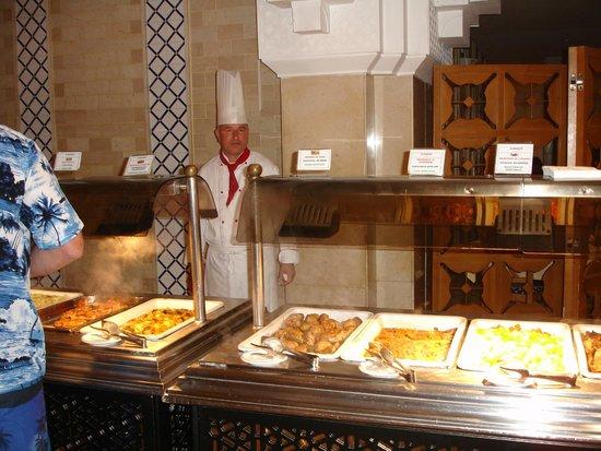El Mouradi Palace : chef restaurant