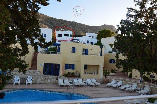 Esperides Villas & Spa: vue espace piscine et appartement 37