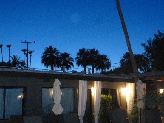 Avanti Hotel : night sky