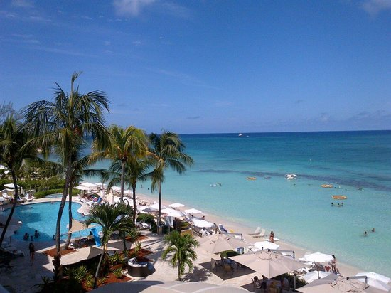 Grand Cayman Marriott Beach Resort : View from our room, 3rd floor! Beautiful!