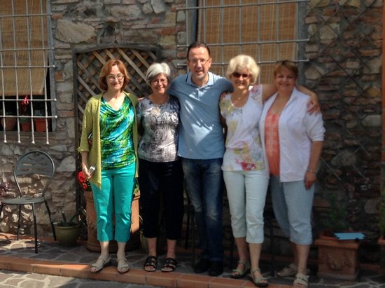 B&B Le Giare : Our group with Massimo - host extraordinaire!