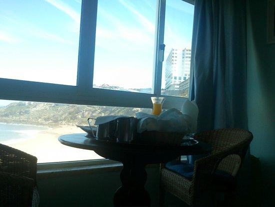 Hotel Promar: Vista do quarto e pequeno-almoço