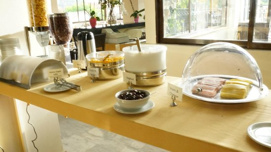 Castelli Hotel: someone calls it breakfast