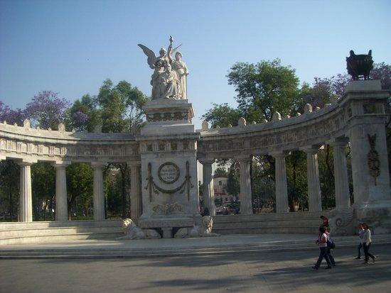 Turibus: MONUMENTO A BENITO JUÁREZ