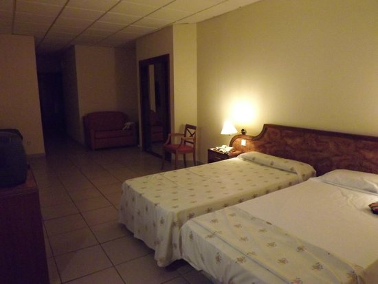 Gran Hotel Turquesa Playa: Amplia habitación
