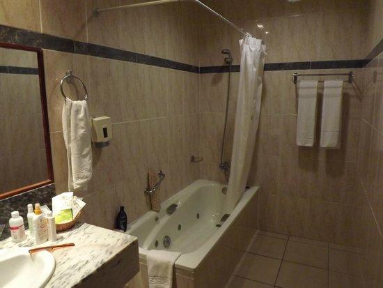 Gran Hotel Turquesa Playa: Baño con jacuzzi