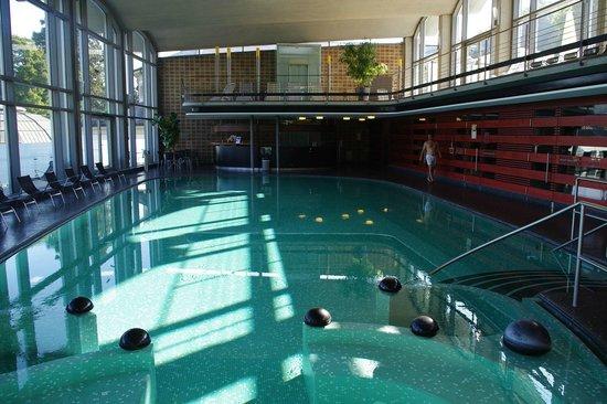 Cassiopeia Therme: Het binnenbad waar naakt gezwommen wordt met aangrenzend een aantal sauna's