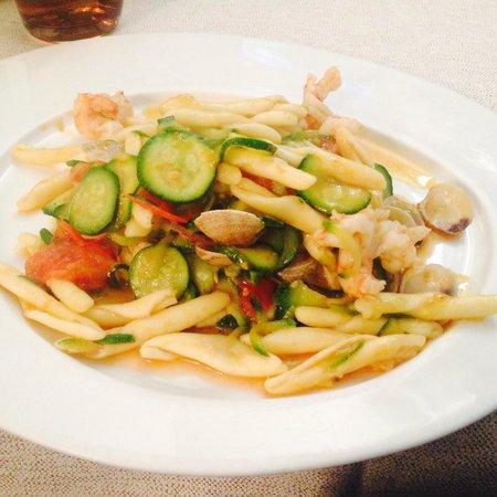 Al Postiglione : strozzapreti con gamberi e zucchine..che bontá!!