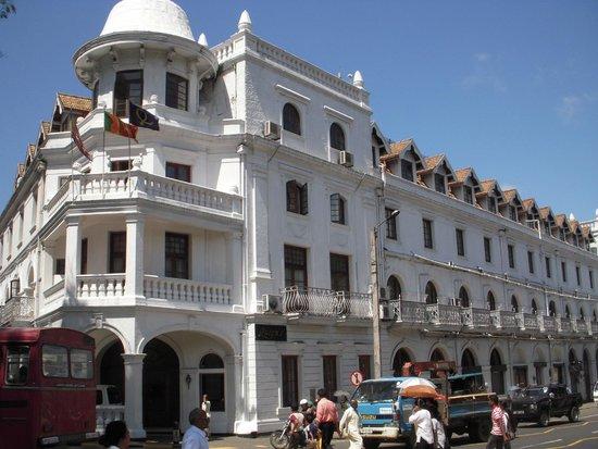 Queens Hotel Kandy: facciata hotel