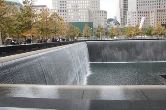 Memorial del 11S: Memorial pond