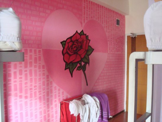 EDU Hostel Jogja : Wall painting in the room