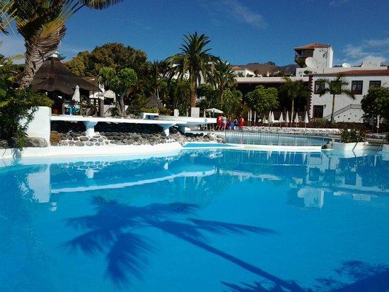 Hotel Jardin Tecina: Het zwembad