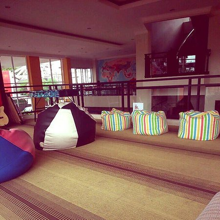 EDU Hostel Jogja : Main area with wifi, spacious and cosy