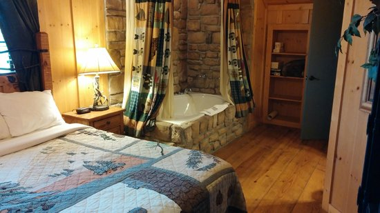 Cabins at Green Mountain: Upstairs Master Bedroom