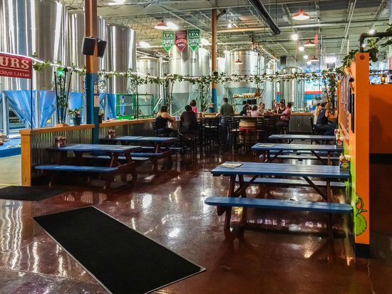 Fat Head's Brewery and Tap House: Fat Head's Interior
