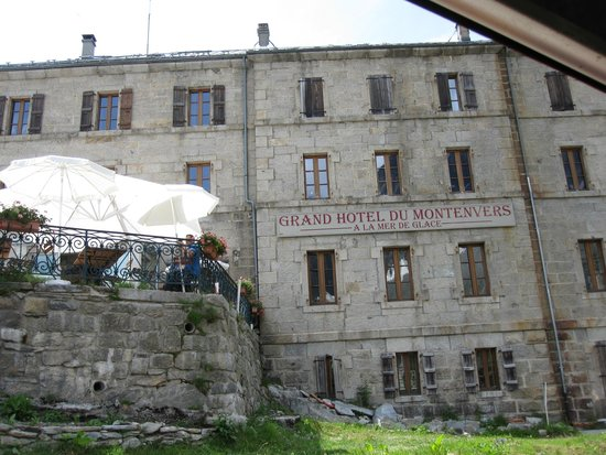 Grand Hotel du Montenvers : Front of Hotel with view of Terrace
