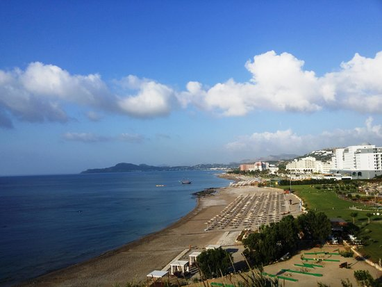 La Marquise Luxury Resort Complex : Панорамный вид на побережье