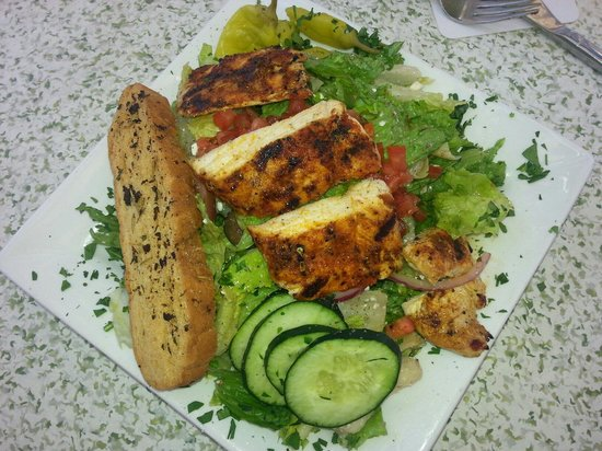 C-Level Lounge : Greek salad with blackened chicken