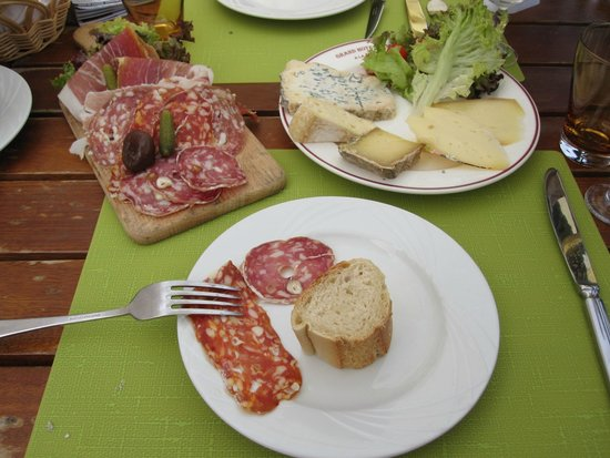 Grand Hotel du Montenvers : Local cheese, meats and bread with a bottle of Champagne..perfect lunch