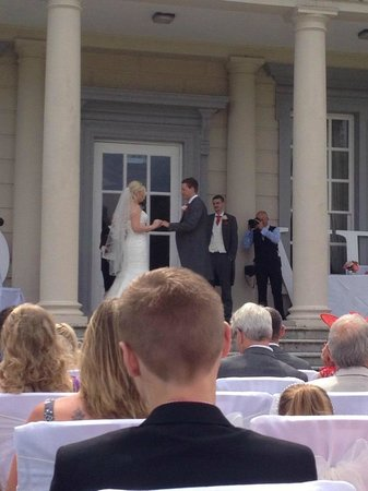 Buxted Park Hotel: Wedding On The Lawn