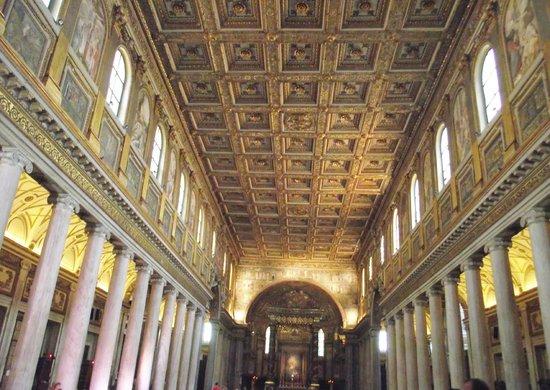 Basilica di Santa Maria Maggiore : Interior da Igreja - Teto e Colunas