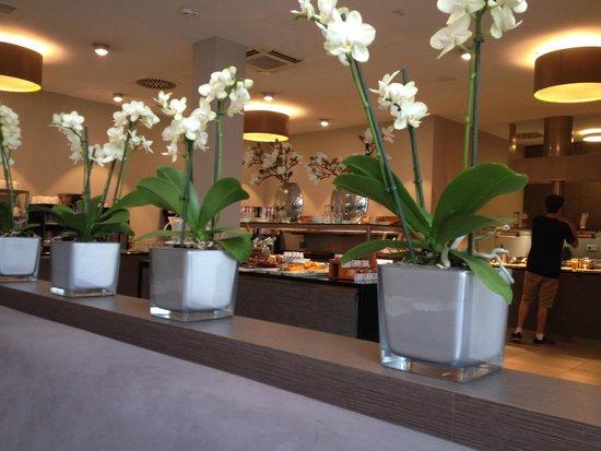 Marc München : Breakfast Room