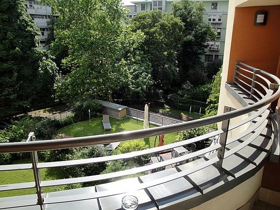 Fraser Residence Budapest: vieuw from the terras of suite 306