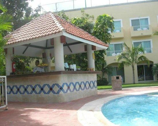 Viva Wyndham Maya - An All Inclusive Resort : Bar piscina relax