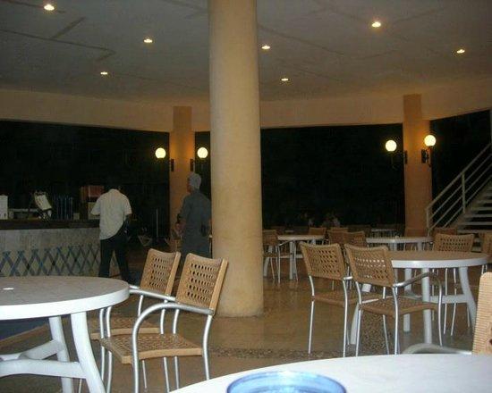 Viva Wyndham Maya - An All Inclusive Resort : Bar principale notturno