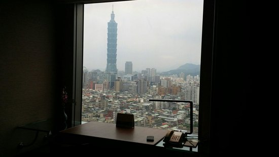 Shangri-La's Far Eastern Plaza Hotel Taipei : View of 101 from room