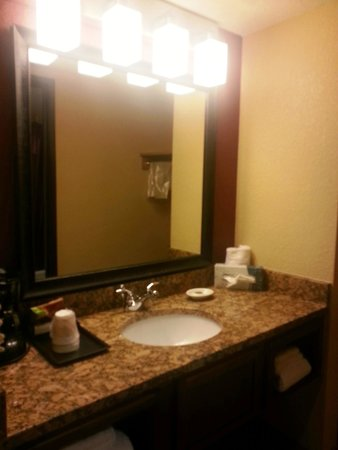 Jackpot Junction Casino Hotel: Sink and mirror