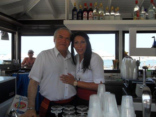 Creta Maris Beach Resort: Hard Working Pool Bar Staff