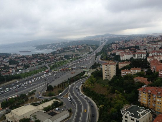 Le Méridien Istanbul Etiler: The bridge traffic was a comedy show every afternoon!
