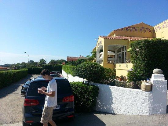 Hotel Cap Riviera: Hôtel (terrasse petit déj idéalement située)