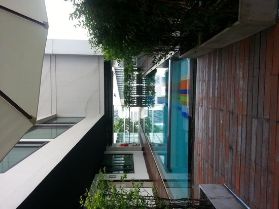 Vic3 Bangkok : Mini pool at level 3