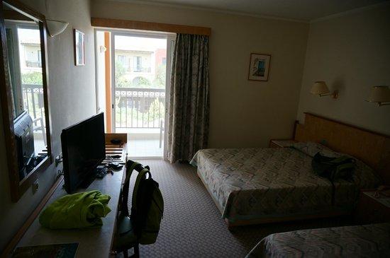 Minos Mare Hotel: chambre, avec volets, moustiquaire, double-rideaux