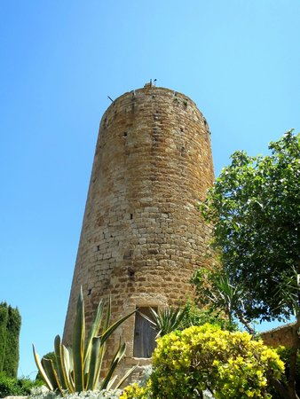 Vila Vella (Old Town): watch tower
